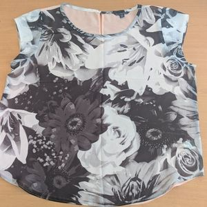Black/white flower shirt